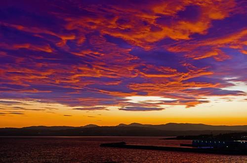 sunset sundown redsky skyscape cloud clouds breakwater ogdenpoint juandefuca salishsea pacific ocean metchosin canada britishcolumbia victoria jamesbay hollandpoint dallasroad nikon 40mmf28micronikkordxafs nikkor
