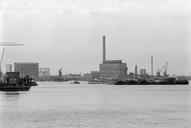 River Thames, Greenwich gas holders, Blackwall Power Station, Charlton, Greenwich 85-2h-35_2400