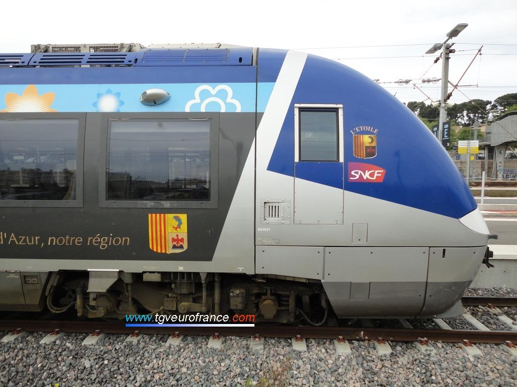 L'automoteur bimode B81621-B81622 aux couleurs des TER SNCF de la Région PACA