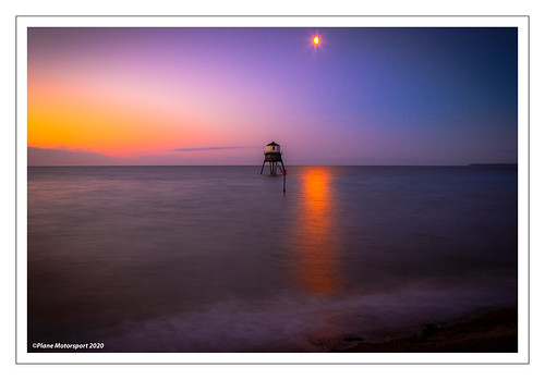 dovercourt lowlighthouse lighthouse sunrise landscape seascape landscapephotography canoneos7dmkii canon canonef24105mmf4lisusm planemotorsport2020