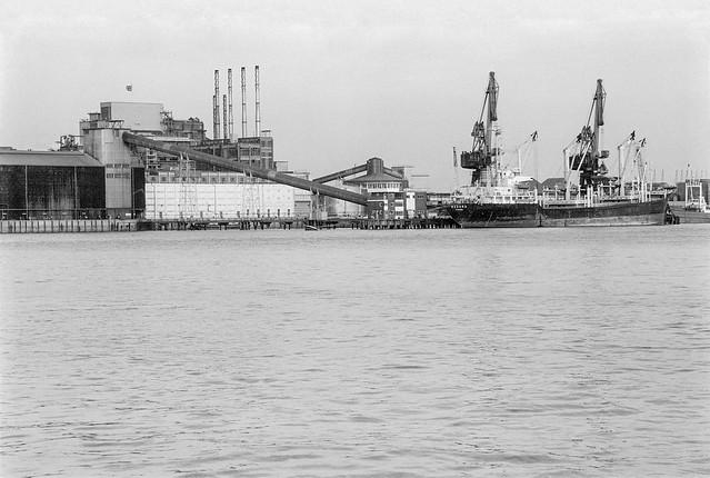 River Thames, Tate & Lyle, Silvertown, Charlton, Greenwich 85-2h-44_2400