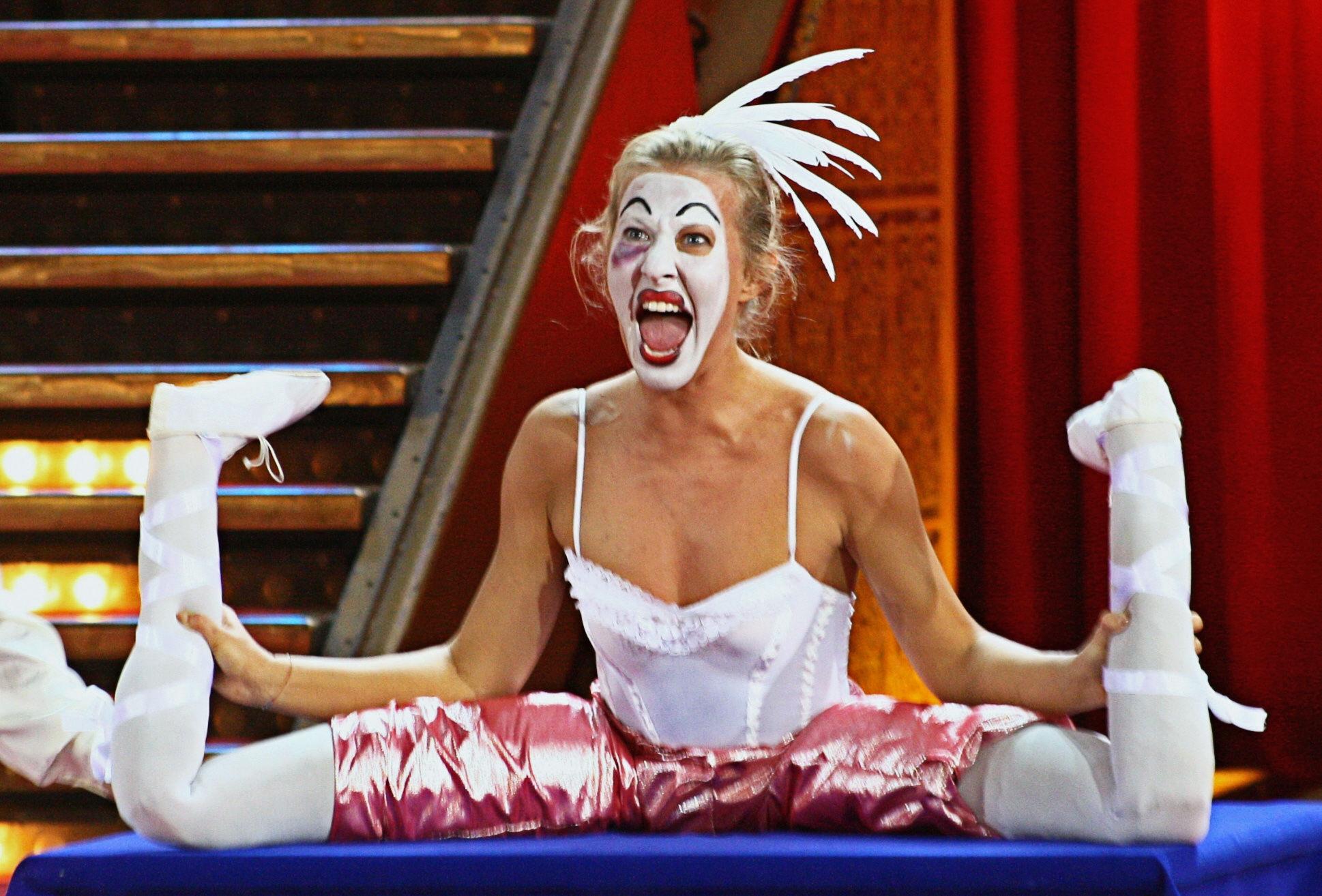 2000. Телеведущая Ксения Собчак во время съемок шоу «Цирк со звездами»