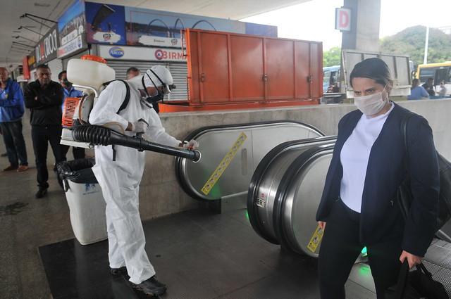 Mutirão de limpeza e desinfecção atua no Plano Piloto