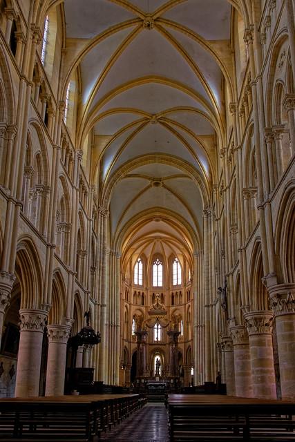 Abbaye de Mouzon [Explore]