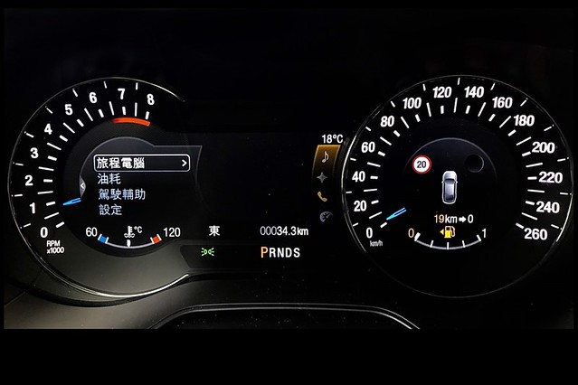 【圖四】2020年式New Ford Mondeo Wagon搭載Ford Co-Pilot360 Technology全方位智駕領航科技並領先同級導入TSR道路標誌識別輔助系統保障駕駛者與乘客的行車安全
