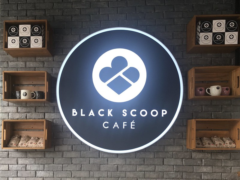 Black Scoop Cafe, Tomas Morato