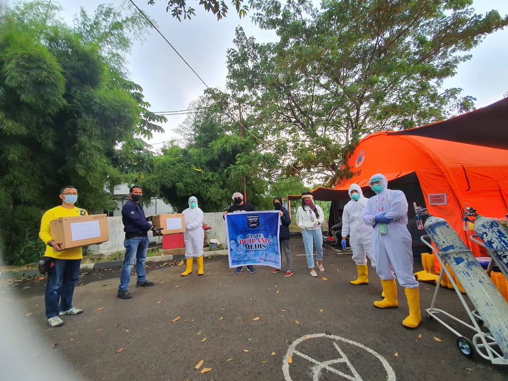 Aksi sosial Indonesia Max Owners (IMO) membantu pencegahan corona (2)