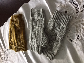Some of the Nalu Mitts by Leila Raven that Rosemary knit using Cascade 220 Sport.