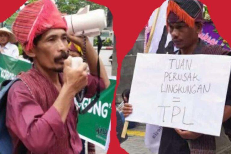湯姆森・安巴利塔(圖左)與瓊尼・安巴利塔(圖右)所舉的標語,把PT TPL的字首簡稱,寫成「環境破壞大師」的印尼語。圖片來源:AMAN