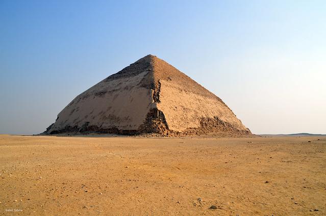 The Bent Pyramid /  Pirámide Acodada
