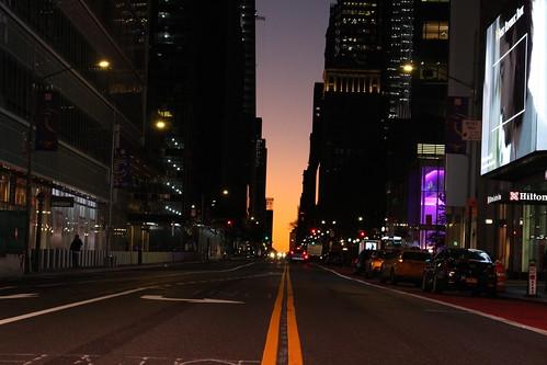 usa manhattan 42thstreet sunrise leverdesoleil matin morning colors couleurs urban urbain nyc newyork aube earlymorning streetlife eveil