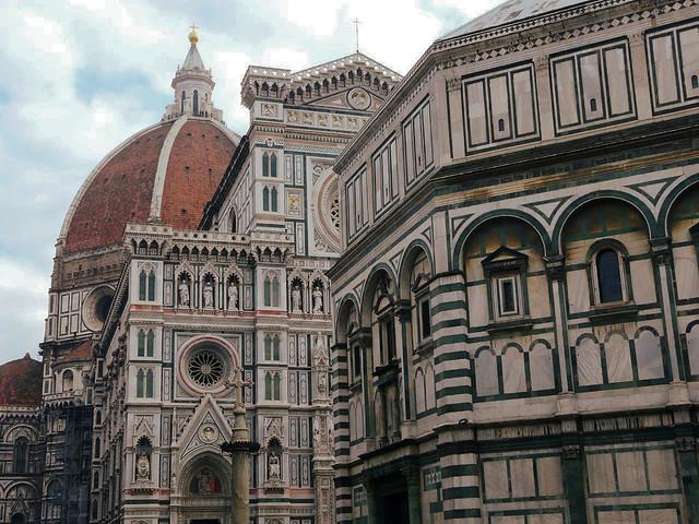 La Piazza del Duomo de Florencia es una de las localizaciones que aparecen en La Casa de Papel (¿Dónde se rodó La casa de papel?)
