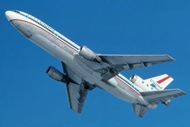 N1802U United DC-10-10 at KCLE