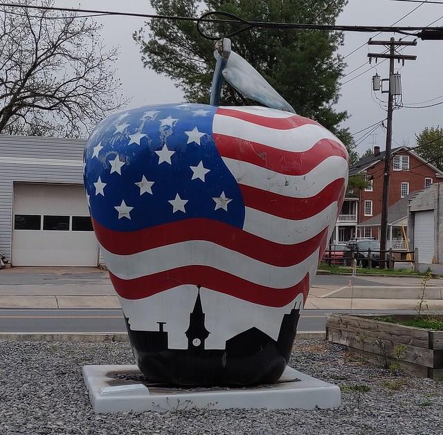 The Patriotic Apple.