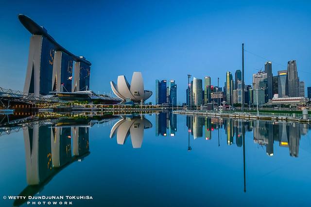 SINGAPORE MARINA BAY SANDS, FEW MINUTES BEFORE SUNRISE