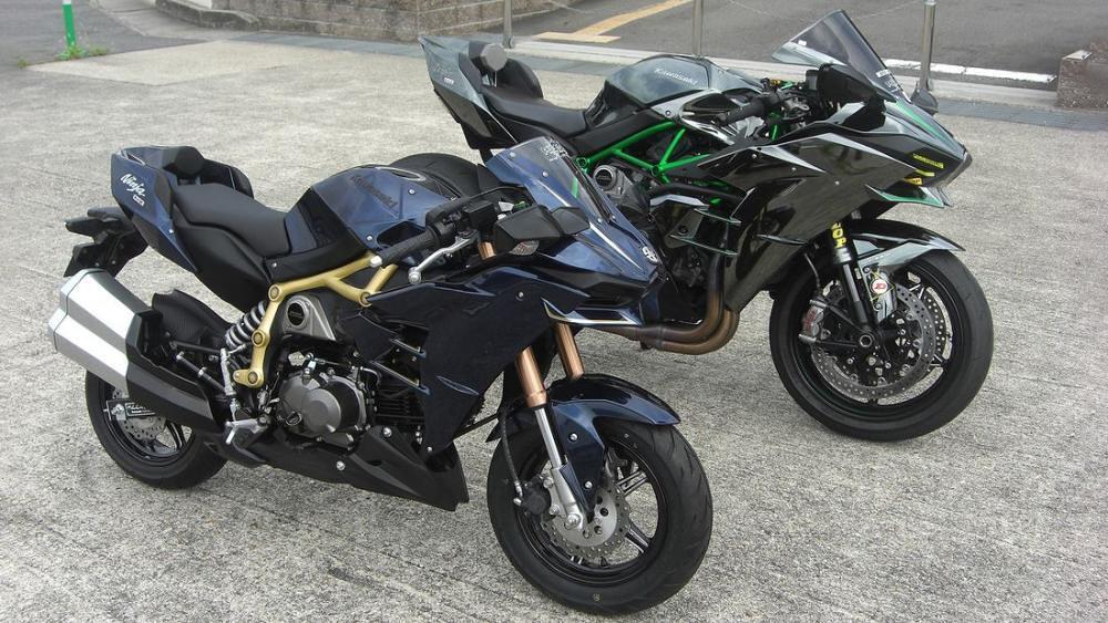 Kawasaki H2 vs h2
