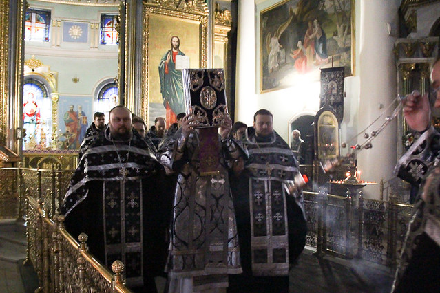 В канун пятницы Страстной седмицы митрополит Герман совершил утреню с чтением двенадцати Страстных Евангелий 16.04.2020
