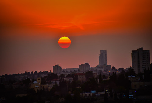 2018 sunset over jerusalem israel old town sun orange yellow haze city skyline israeli יְרוּשָׁלַיִם القُدس jérusalem 耶路撒冷 иерусалим isl il middle east middleeast