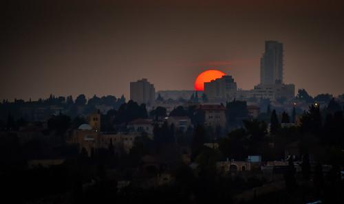 sunset over jerusalem israel old town sun orange yellow haze city skyline israeli יְרוּשָׁלַיִם القُدس jérusalem 耶路撒冷 иерусалим isl il middle east middleeast