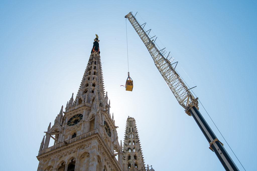Hrvatska vojska iz zraka snimala povijesni pothvat uklanjanja tornja zagrebačke katedrale