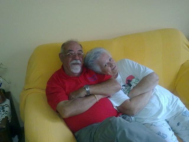 Mis Padres en el sofa de Villanua