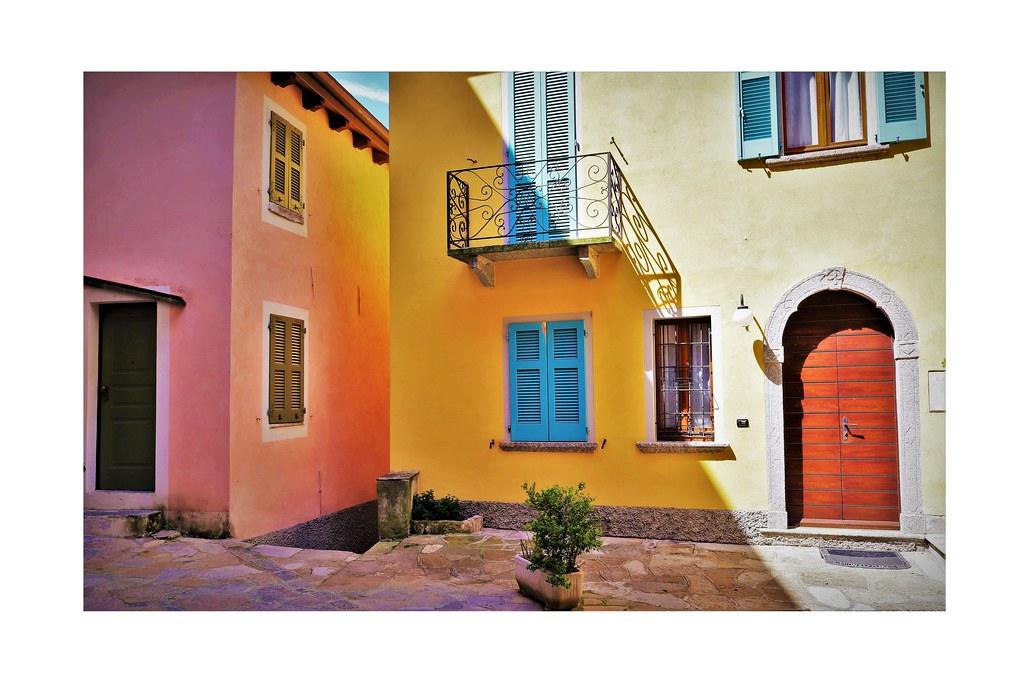 Le colorate case di Nesso