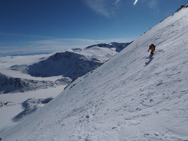 Jotunheim Haute Route day 1. Besshoe descent Skier: Tim Winther