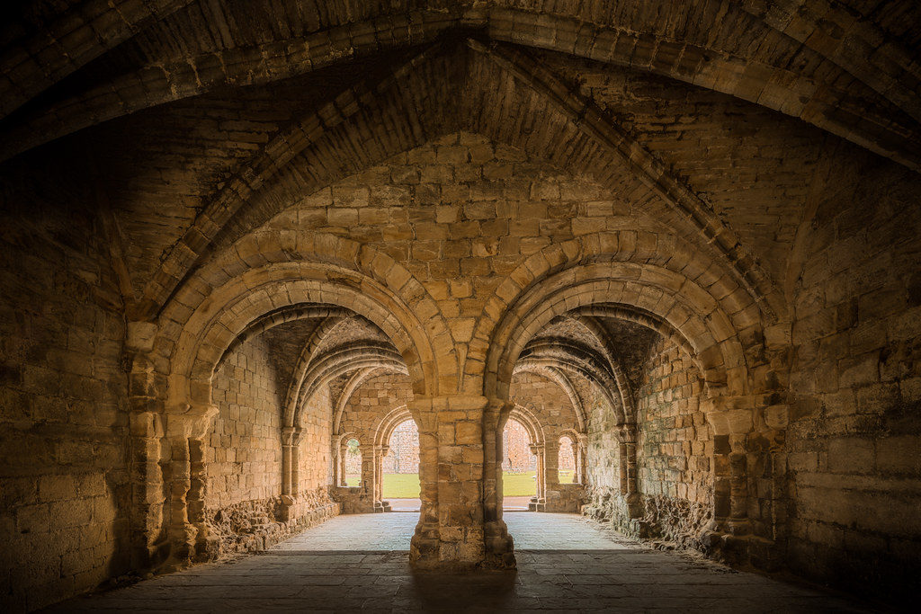 The chapter house inside Kirkstall Abbey in England [OC][8681x5790]