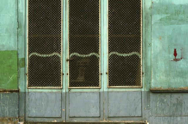 238 Green doors and red cat, Paris 1984-paris238