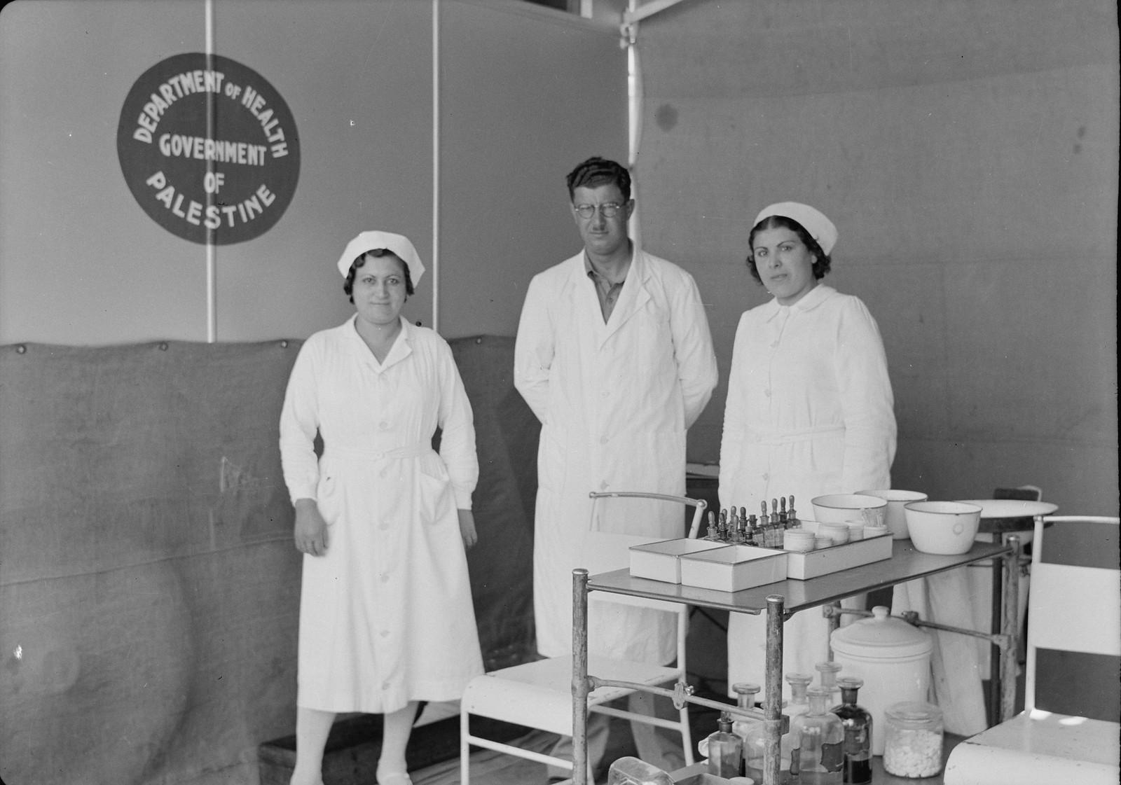 Врач и медсестры готовы к работе