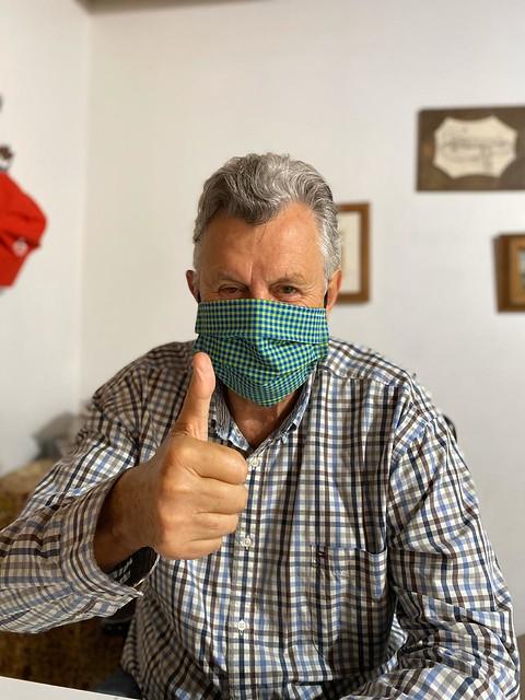 17/04/2020 Senador usando máscara caseira produzida pelos professores Jonas Guerra e Marinez Flores de alegrete