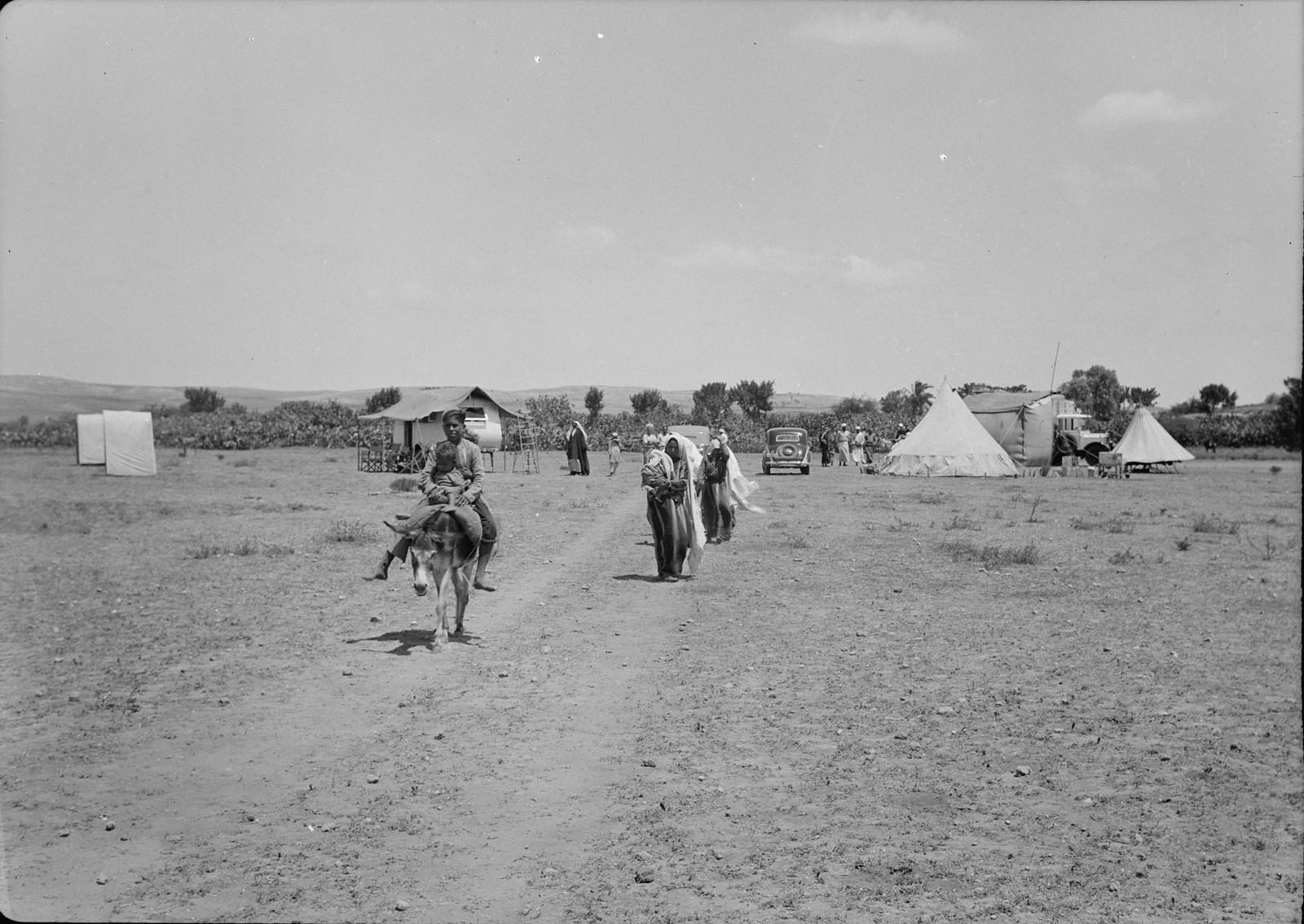 После поликлиники сельские жители разъезжаются по своим домам в отдаленных деревнях