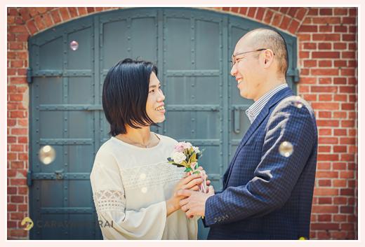 結婚10周年記念の夫婦写真 シャボン玉に祝福されて 名古屋市