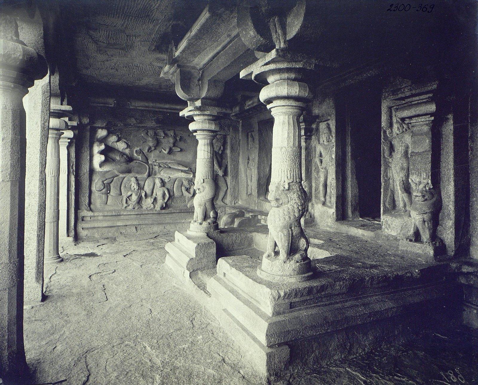 12. Мамаллапур (фрагмент входа в храм)