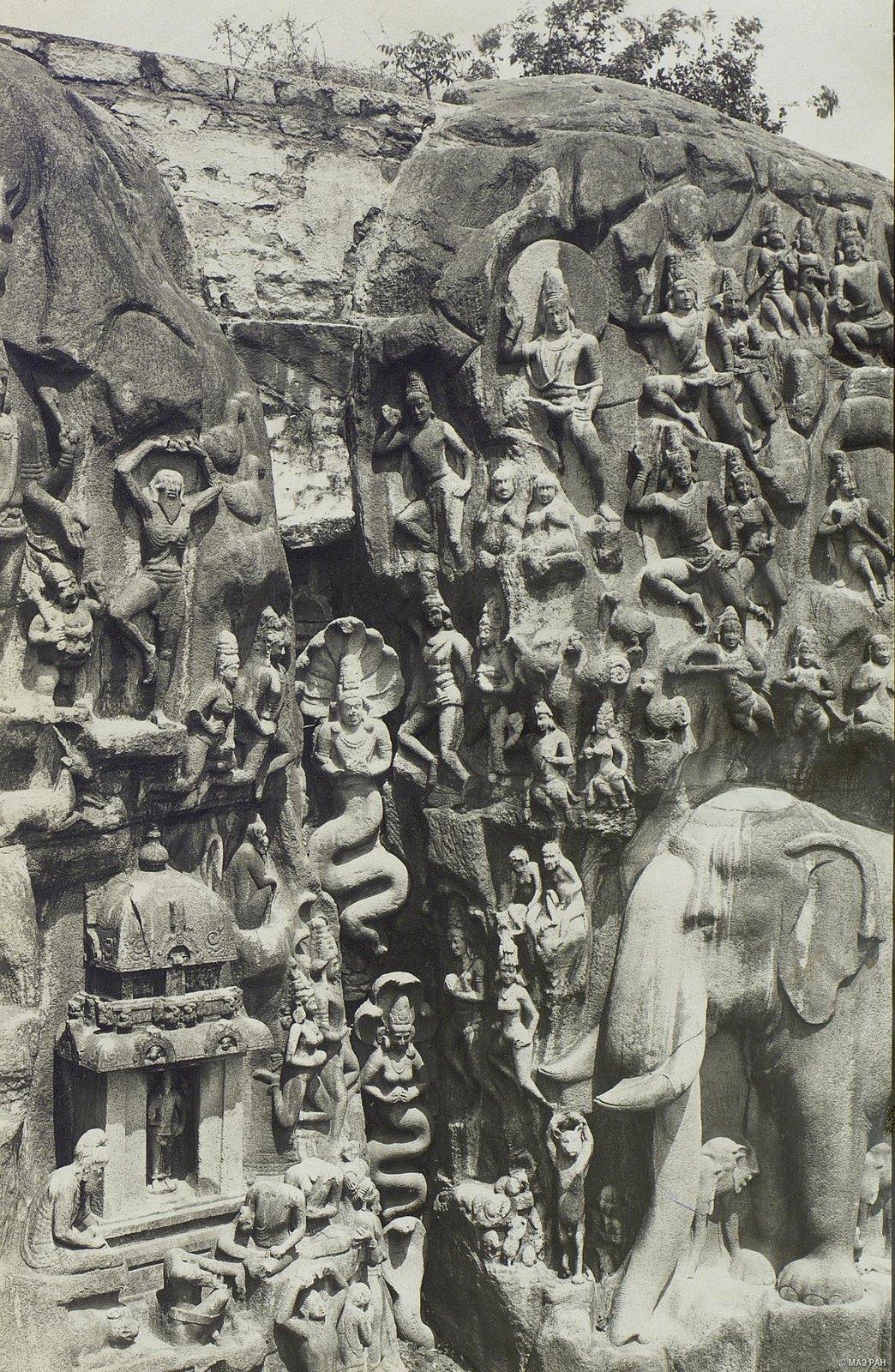 21. Мамаллапур (детали рельефа «Шива со свитой» и «Арджуна в подвижничестве»)