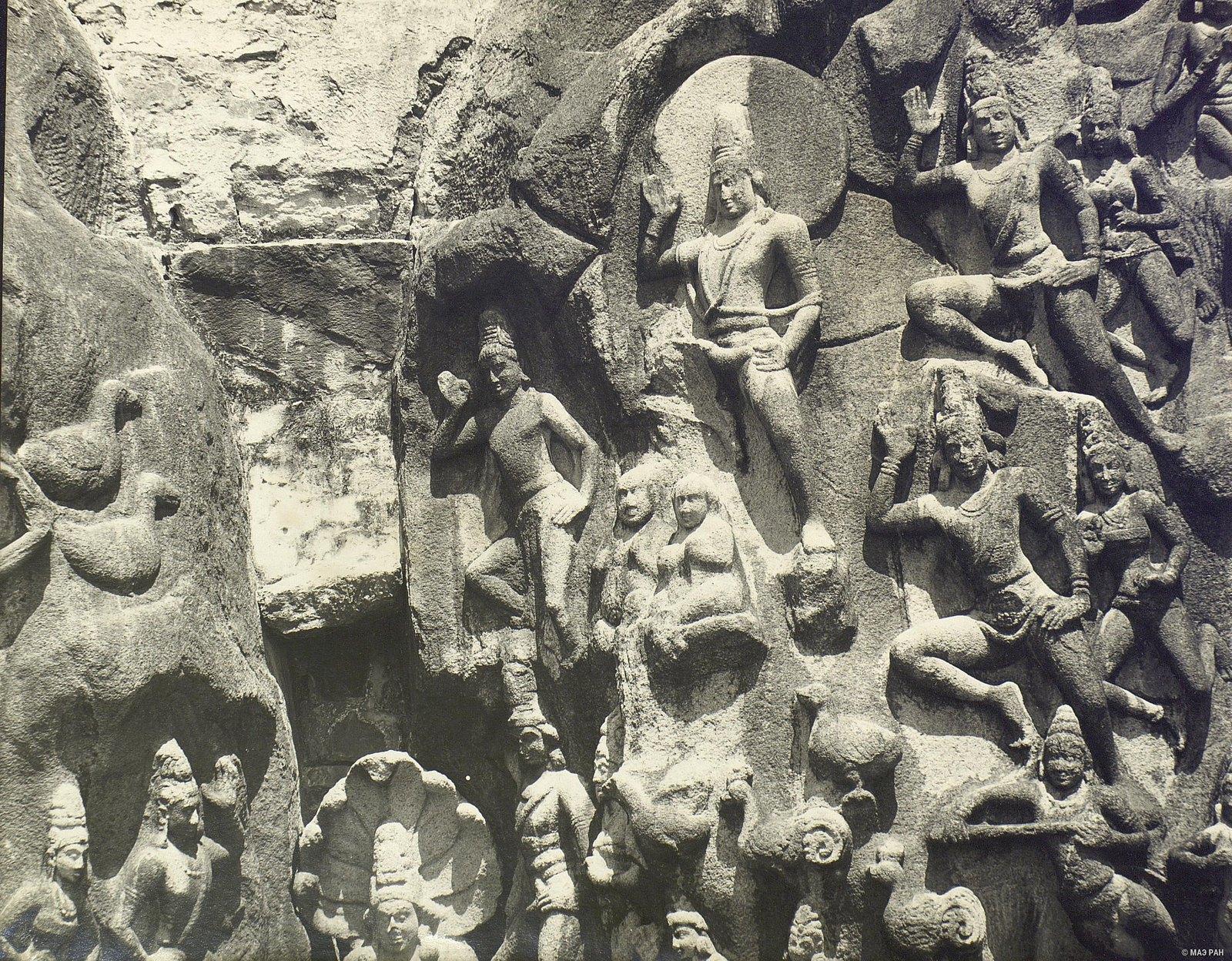 18. Мамаллапур (детали рельефа «Шива со свитой» и «Арджуна в подвижничестве»)