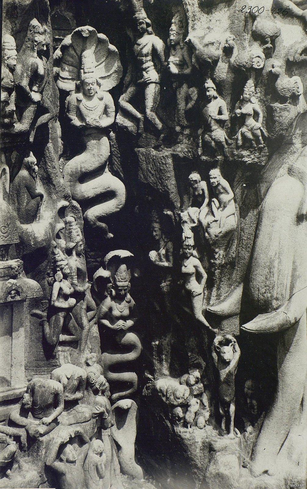 17. Мамаллапур (детали рельефа «Шива со свитой» и «Арджуна в подвижничестве»)