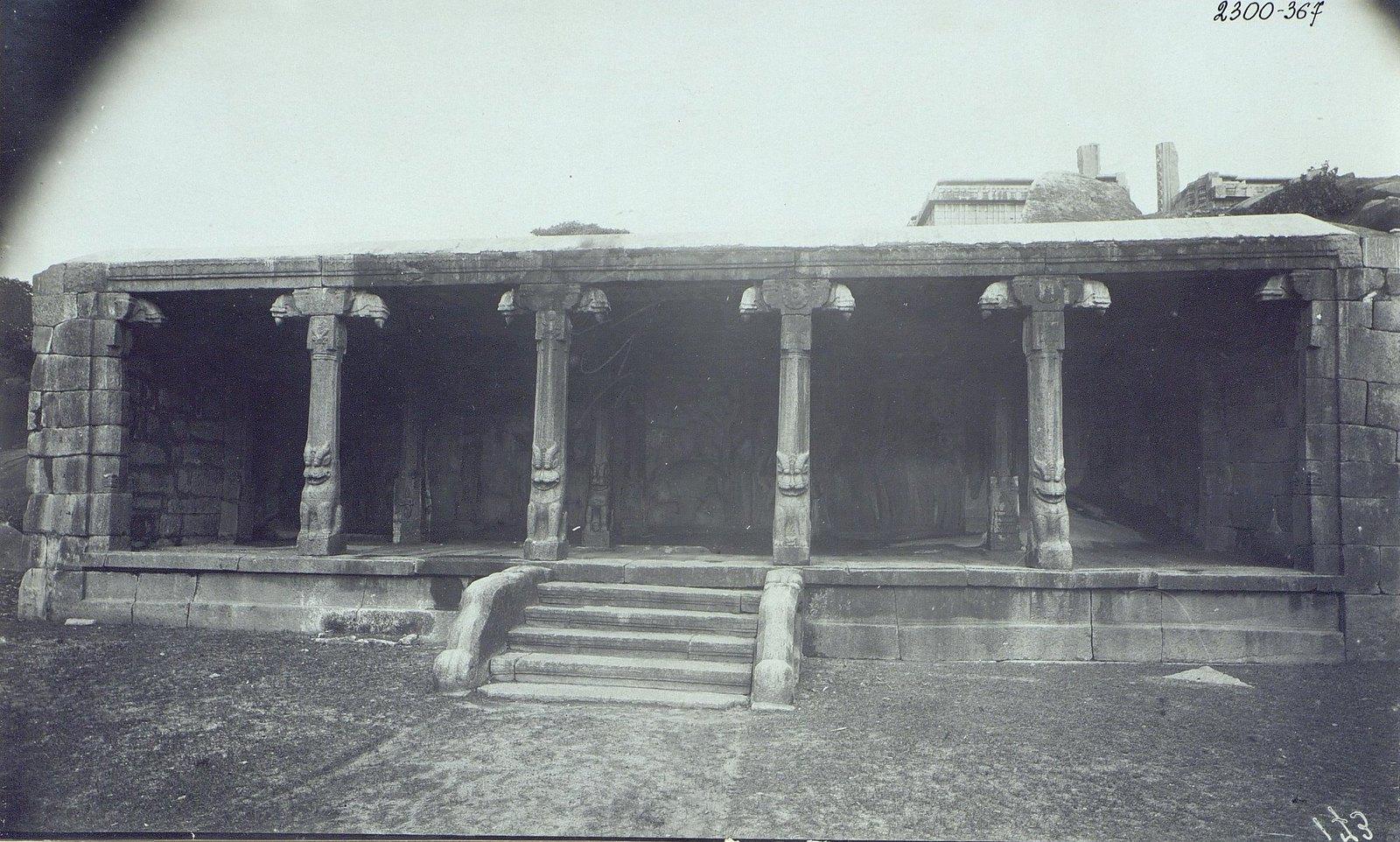 06. Мамаллапур (вход в один из храмов)