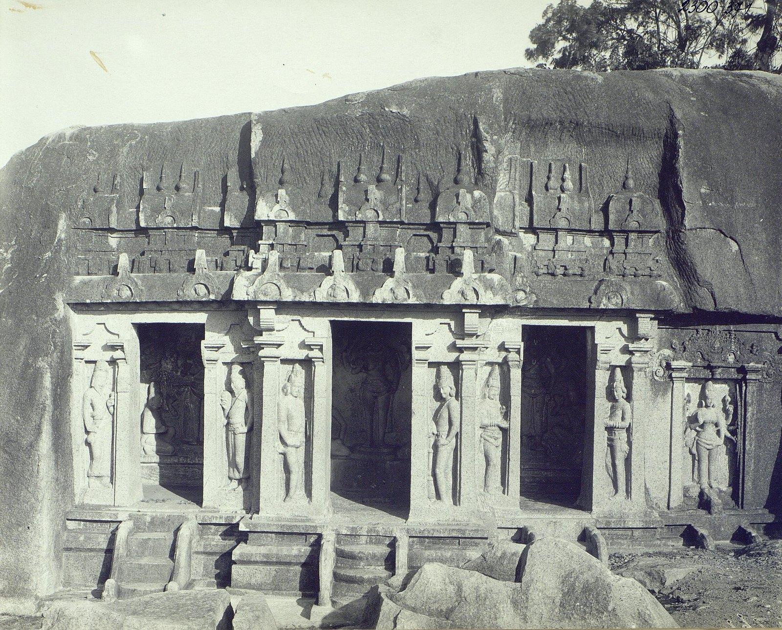 04. Мамаллапур (вход в пещерный храм).