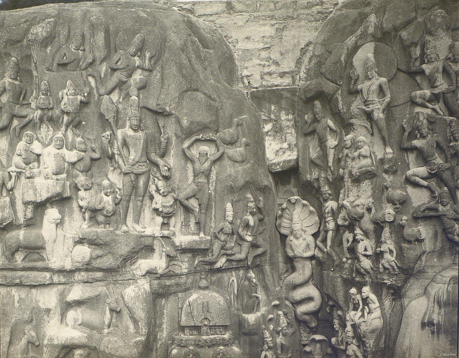 22. Мамаллапур (детали рельефа «Шива со свитой» и «Арджуна в подвижничестве»)