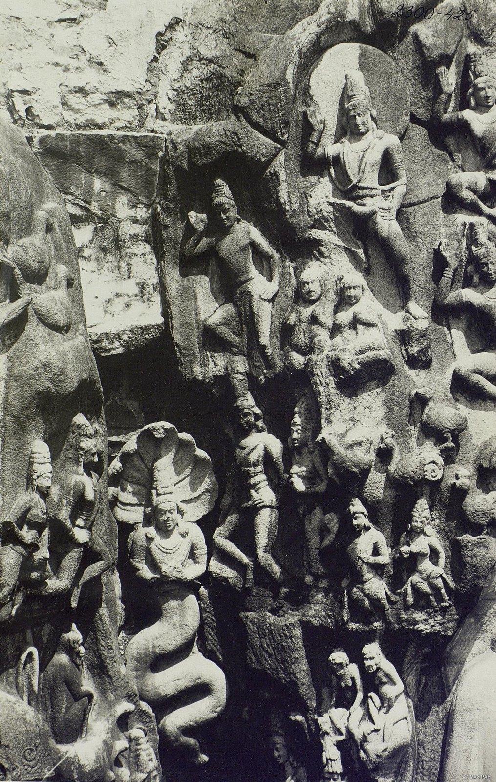 19. Мамаллапур (детали рельефа «Шива со свитой» и «Арджуна в подвижничестве»)