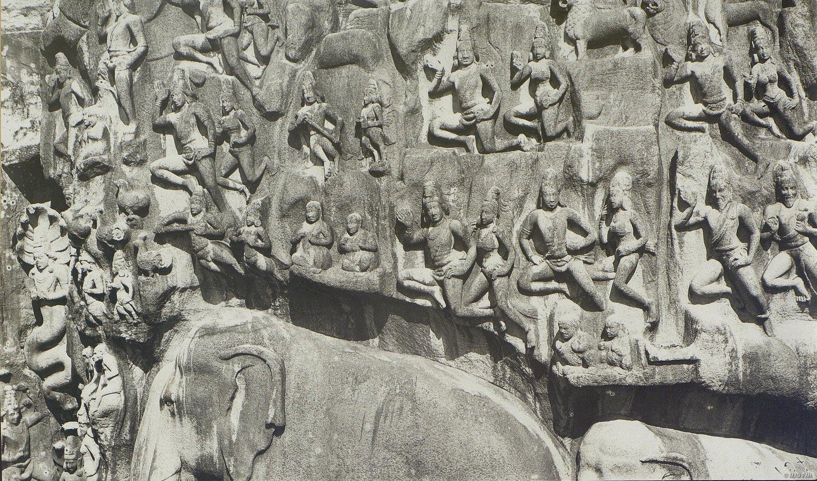16. Мамаллапур (детали рельефа «Шива со свитой» и «Арджуна в подвижничестве»)