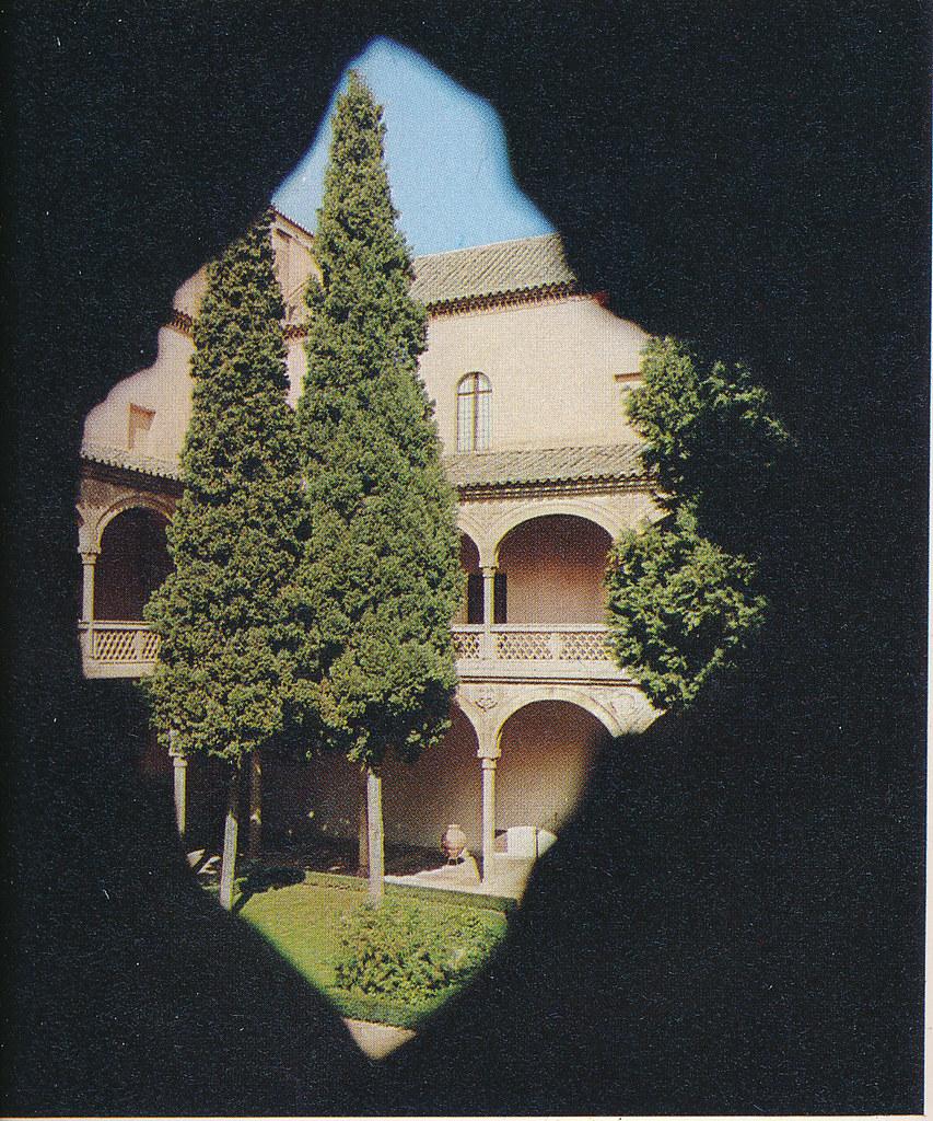 Hospital de Santa Cruz en Toledo hacia 1970 fotografiado por Mario Carrieri