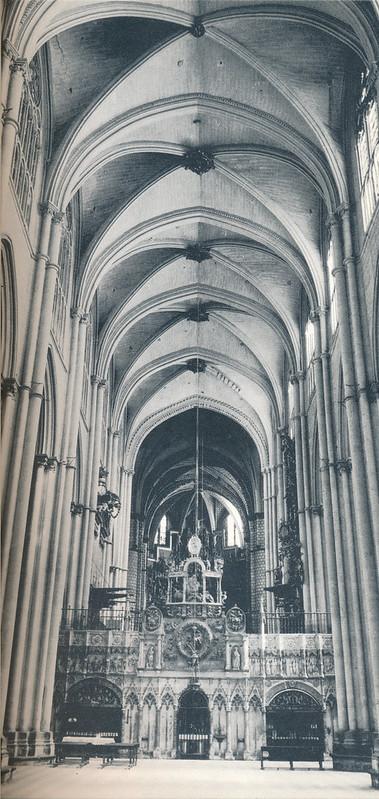Interior de la Catedral de  Toledo hacia 1970 fotografiado por Mario Carrieri