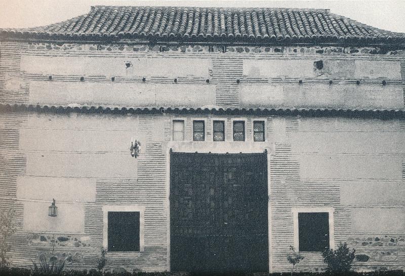 Exterior del Taller del Moro en Toledo hacia 1970 fotografiado por Mario Carrieri