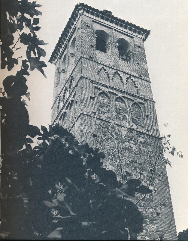 Torre de San Miguel en Toledo hacia 1970 fotografiado por Mario Carrieri