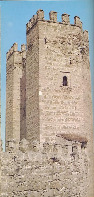 Torreón del Puente de Alcántara en Toledo hacia 1970 fotografiado por Mario Carrieri