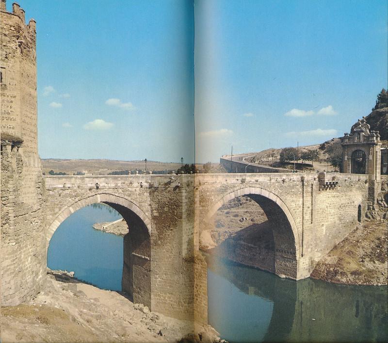 Puente de Alcántara en Toledo hacia 1970 fotografiado por Mario Carrieri