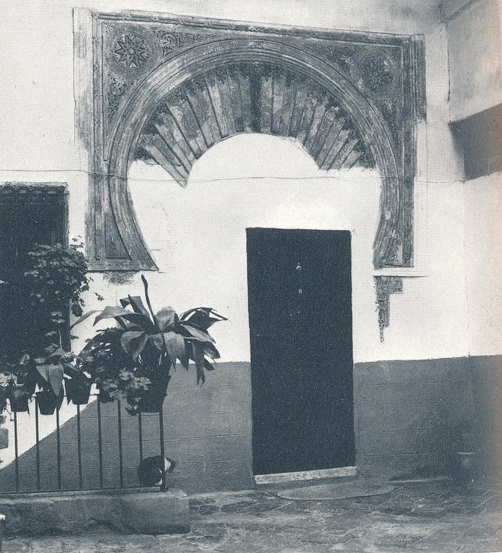 Arco Islámico de la calle de la Soledad en Toledo hacia 1970 fotografiado por Mario Carrieri