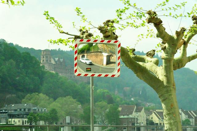 April 2020 ... Fahrt am linken Neckarufer in Heidelberg Richtung Mannheim ... Verkehrs- und Kontrollspiegel ... Brigitte Stolle